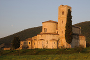 Itálie-Toskánsko-Abbazia di Sant'Antimo 04-2010