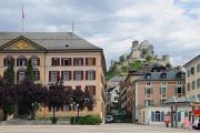 Sion - náměstí de la Planta v pozadí zámek Valére