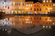 městský znak a historické budovy