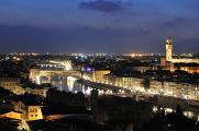 večerní řeka Arno, Ponte a Palazzo Vecchio