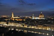 večerní řeka Arno,Palazzo Vecchio a Duomo