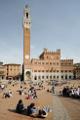 Siena-náměstí Piazza del Campo,Palazzo Pubblico a Torre del Mangia II