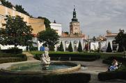 Mikulov-zámecká zahrada s fontánou