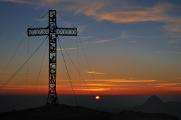 vrcholový kříž na Brunnkogelu s Traunsteinem II