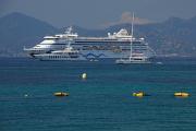 Cannes - azurové moře a loď