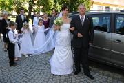 příjezd nevěsty a ženicha