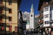 kostel a promenáda - Cortina d'Ampezzo