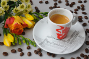 espresso Hausbrandt a růže s frézií