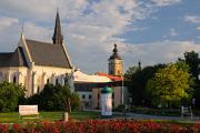 kostel sv. Rodiny a Černá věž
