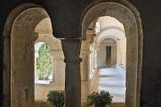 klášter Ganagobie - křížová chodba