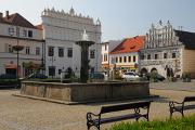 kašna, Muzeum a býv. Lékárna