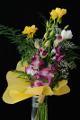 vázaná kytice frézií s orchideí III