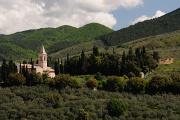 Trevi - kostel v krajině