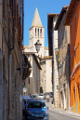 Todi - ulička a věž kostela San Fortunato