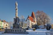 Mariánský sloup a kostel sv. Mikuláše