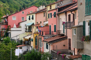 Varese Ligure - domy kolem řeky