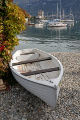 Bellagio - pláž s lodí